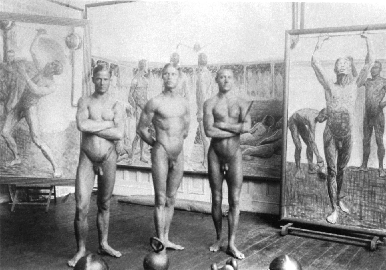 Tre atleti in posa nell'atelier di Eugène Jansson (1911 ca)