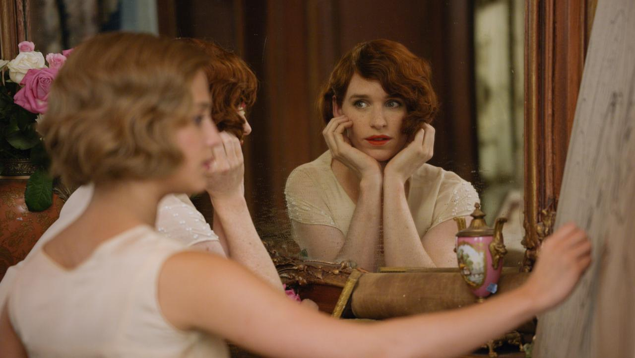 Alicia Vikander as Gerda Wegener and Eddie Redmayne as Lili Elbe in 'The Danish Girl'