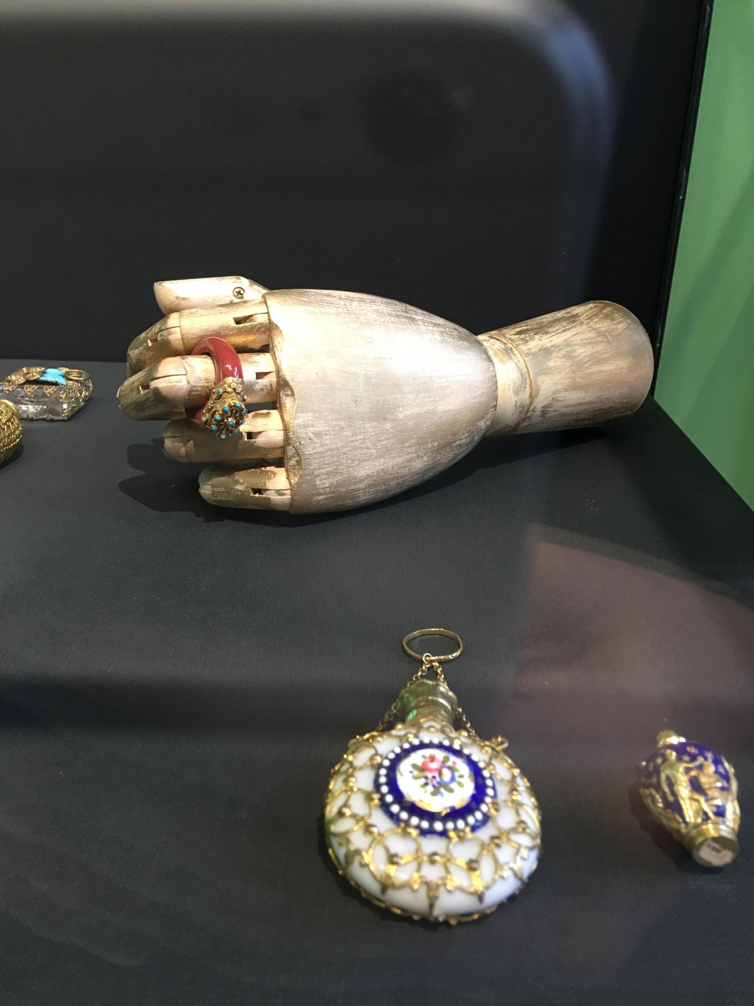 rocaille-blog-venezia-palazzo-mocenigo-cabinet-of-curiosities-collezione-storp-profumo-3