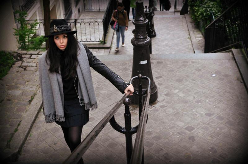 rocaille-lisa-wearing-hat-montmartre-paris